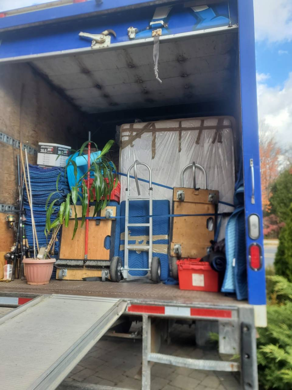 Planning a yard sale | House movers in Toronto